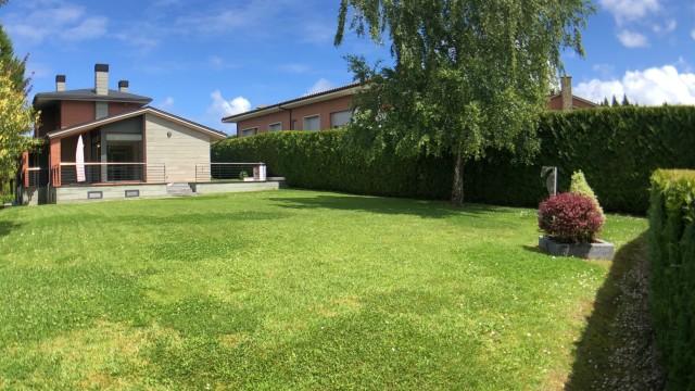Chalet UNIFAMILIAR parcela de 1.550m2. En Miramon-Hospitales.